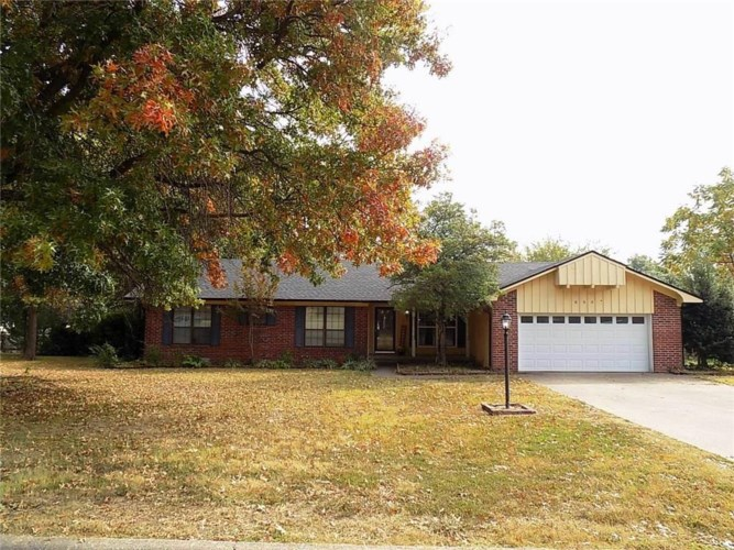 605 Rolling Hills Drive, Siloam Springs, AR 72761
