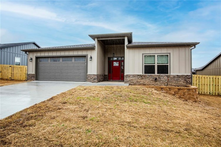 2611 N Justin Drive, Fayetteville, AR 72704
