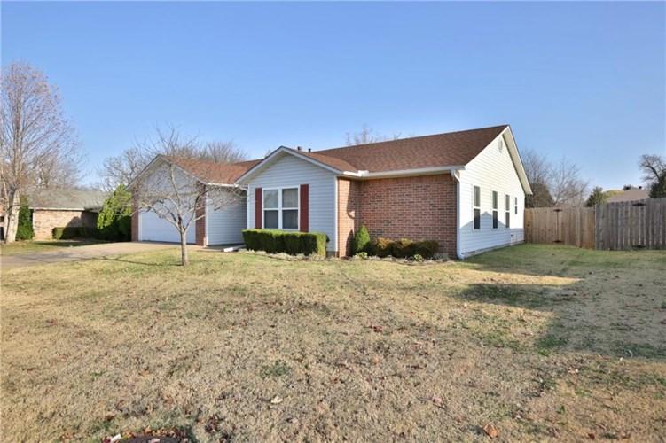 1584 Fieldstone Avenue, Fayetteville, AR 72704