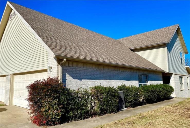 6170 W Milliken Bend, Fayetteville, AR 72704