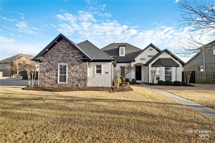 1524 Coopers Cove Drive, Fayetteville, AR 72701