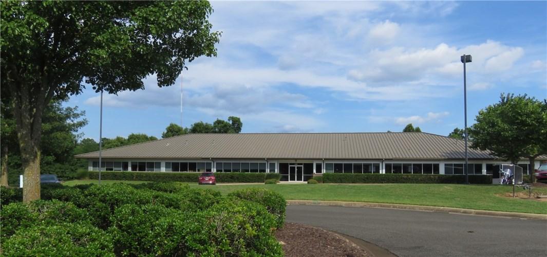 1400 NE McClain Road  #2, Bentonville, AR 72712