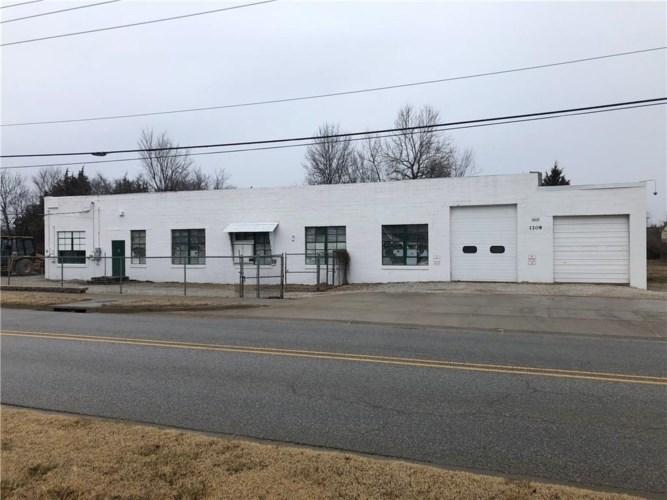 1208 W Cato Springs Road, Fayetteville, AR 72701
