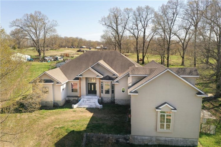 12033 Holland Road, Gentry, AR 72734