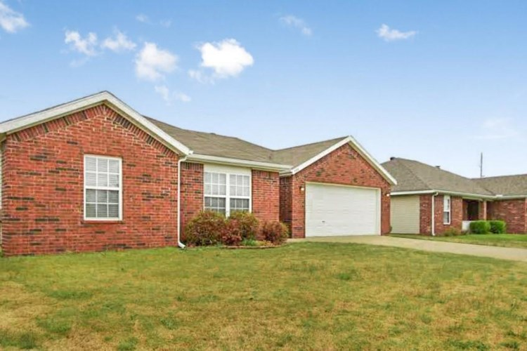906 Summitchase Road, Bentonville, AR 72712