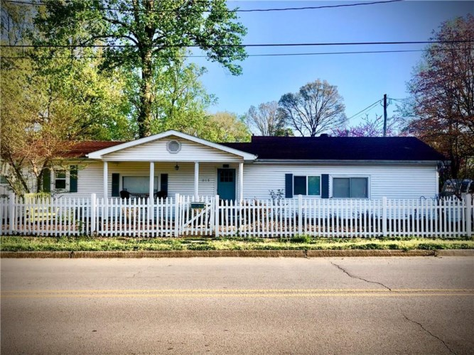 615 W 2nd Street, Bentonville, AR 72712
