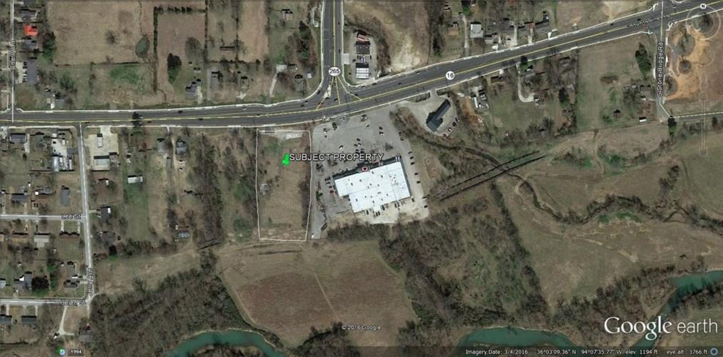 2469 E Huntsville Road, Fayetteville, AR 72701