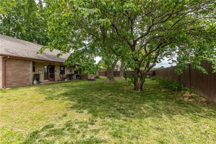 601 Garland Place, Lowell, AR 72745