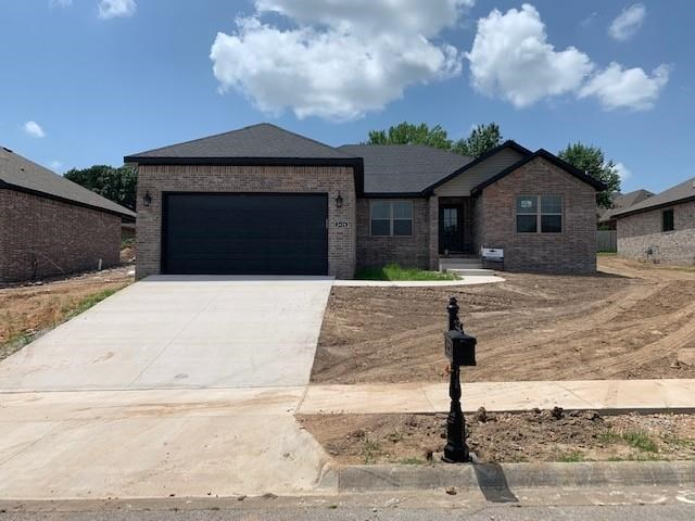 2624 S Olive Court, Siloam Springs, AR 72761