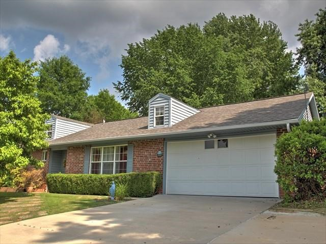 2409 E Country Way, Fayetteville, AR 72703