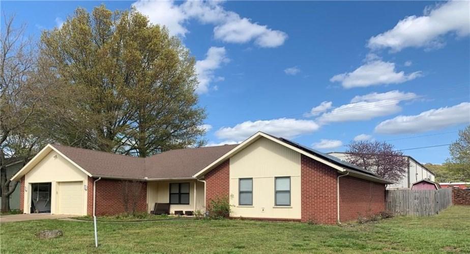 1300 Blue Quail Drive, Bentonville, AR 72712