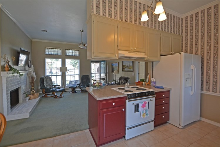 407 N 37th Place, Rogers, AR 72756