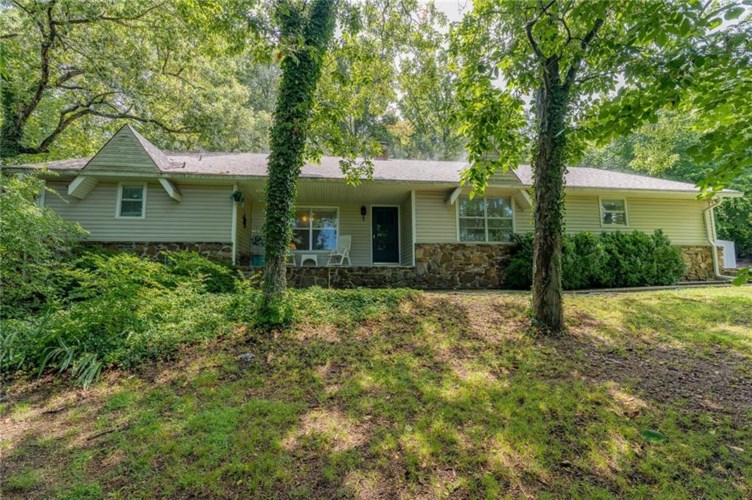 1450 N Crossover Road, Fayetteville, AR 72701