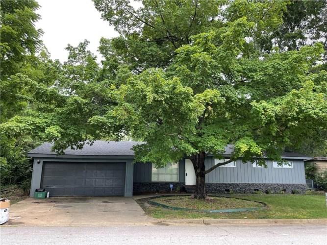 2401 W Valley Drive, Fayetteville, AR 72703