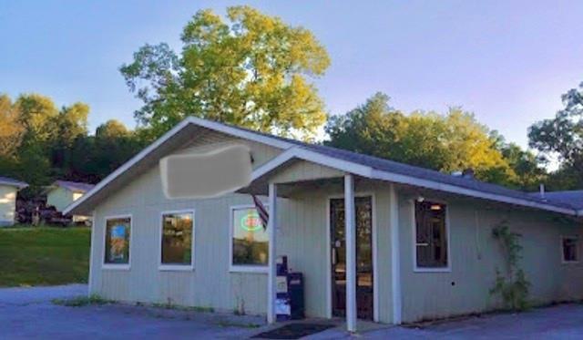 311 Gaskill Street, Huntsville, AR 72740
