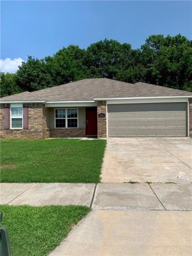 1106 S Spritz Drive, Fayetteville, AR 72701