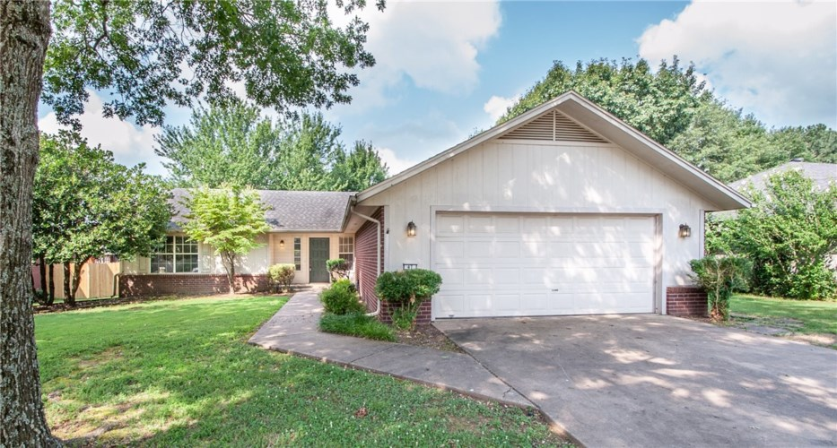 41 W 26th Circle, Fayetteville, AR 72701