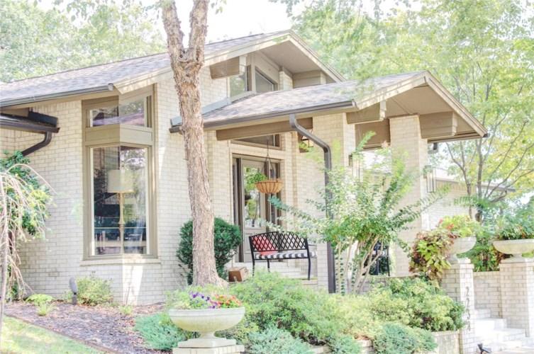 2234 E Whispering Oaks Lane, Fayetteville, AR 72701