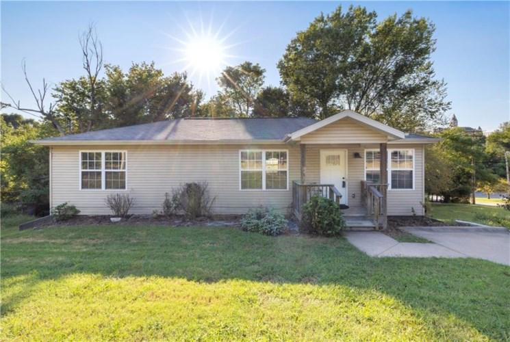 209 S Willow Avenue, Fayetteville, AR 72701