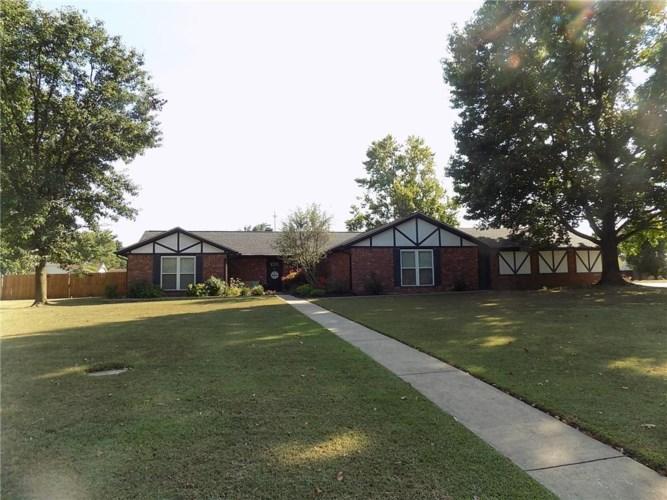 2402 W Jefferson Street, Siloam Springs, AR 72761