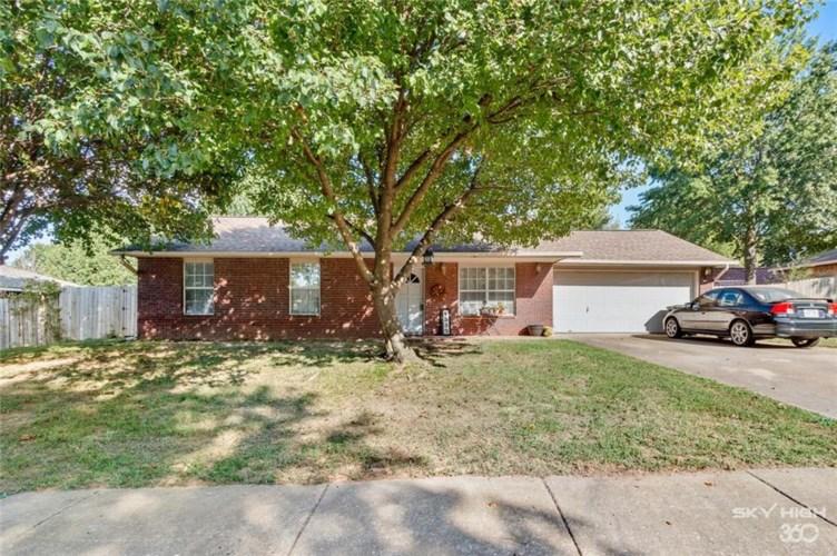1338 N Pine Creek Drive, Fayetteville, AR 72704