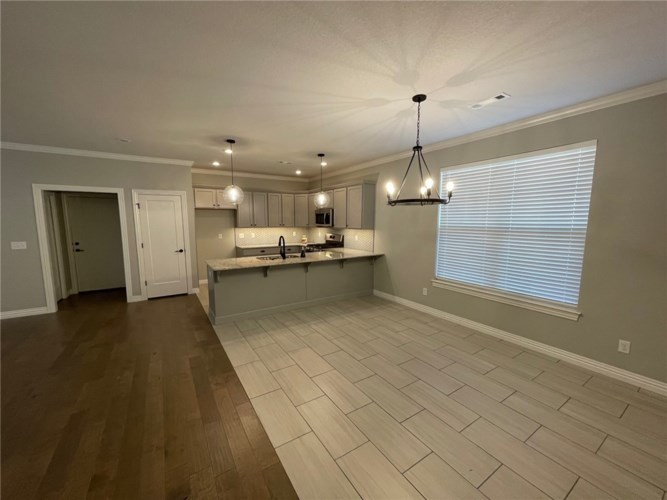 1521 Canal Place, Lowell, AR 72745