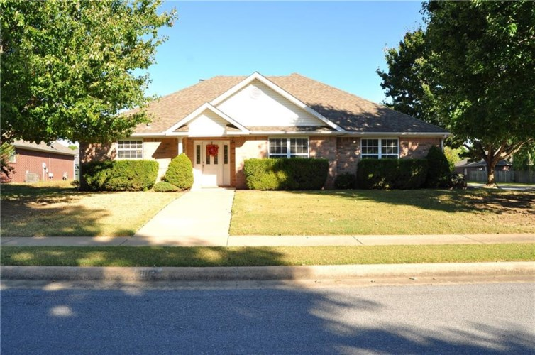 882 N Queen Annes Lace Drive, Fayetteville, AR 72704
