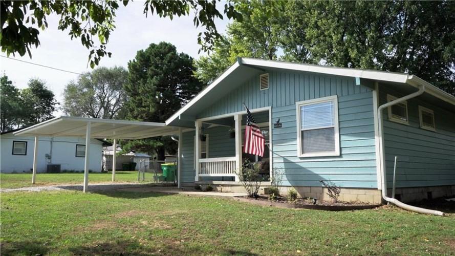 1082 Oak Grove Road, Springdale, AR 72762