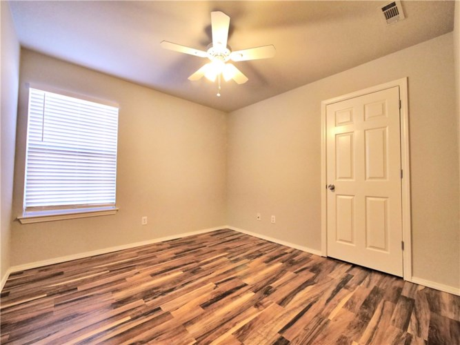 1909 S Pinewoods Drive, Rogers, AR 72758
