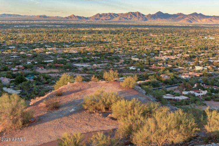 7080 N Invergordon Road, Paradise Valley, AZ 85253