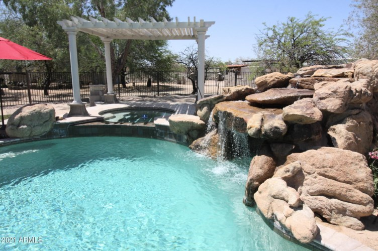 15076 W BELMONT Drive, Casa Grande, AZ 85194