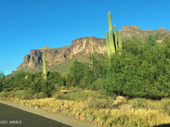 689 N SUN Road, Apache Junction, AZ 85119