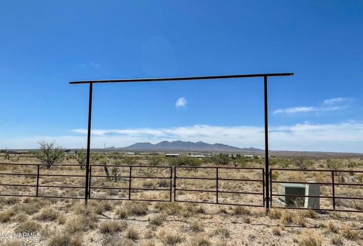 25154 E Low Lane, Benson, AZ 85602