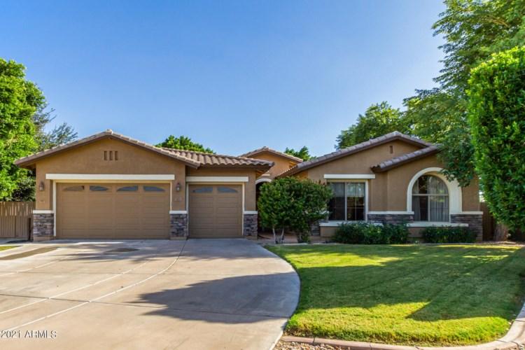 2921 E HACKAMORE Street, Mesa, AZ 85213