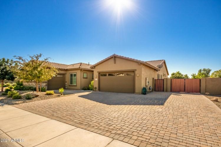 915 E RELIANT Street, Gilbert, AZ 85298