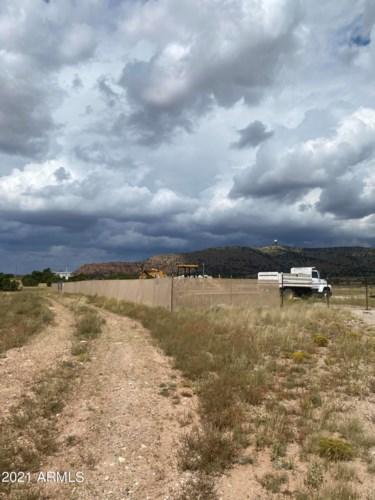 25510 W HILLCREST Drive, Seligman, AZ 86337