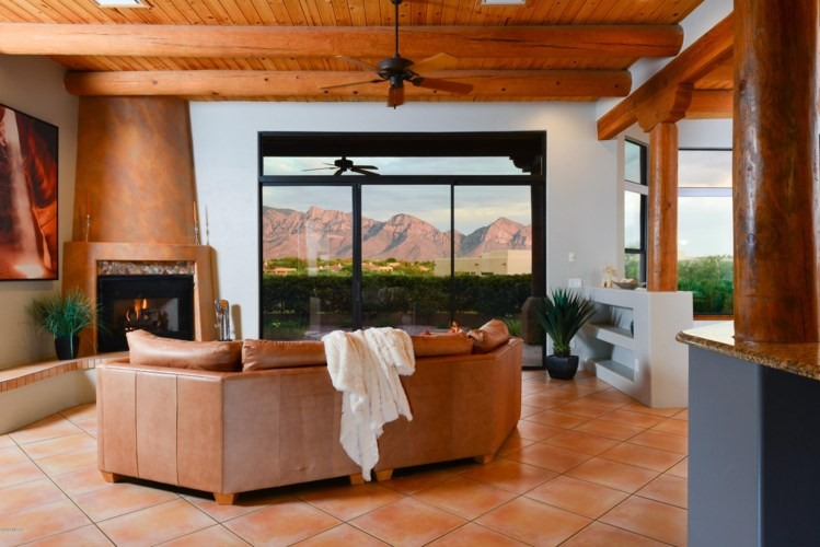 921 W Painted Clouds Place, Oro Valley, AZ 85755