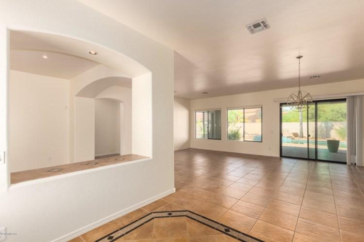 11895 N Thornbush Drive, Tucson, AZ 85737