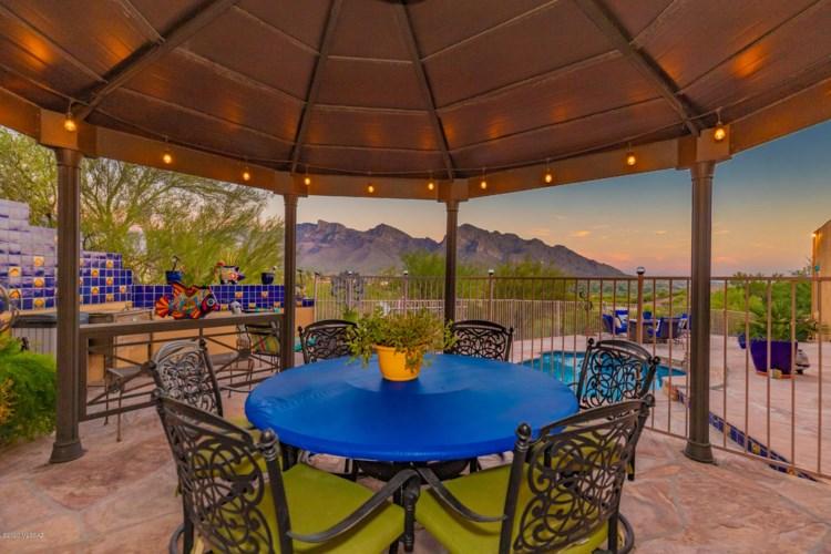 11040 N Poinsettia Drive, Oro Valley, AZ 85737