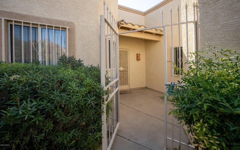 8736 E Kenyon Terrace Drive, Tucson, AZ 85710