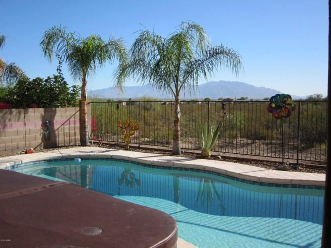 8202 N Painted Feather Drive, Tucson, AZ 85743