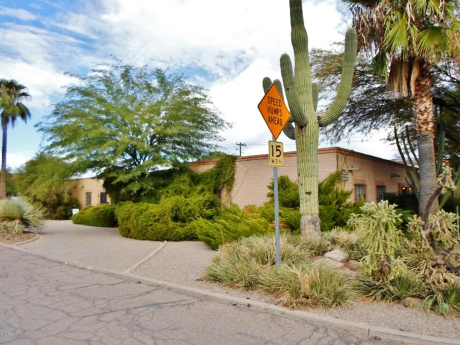 2739 N Treat Avenue, Tucson, AZ 85716