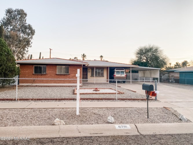 6710 E Calle Herculo, Tucson, AZ 85710