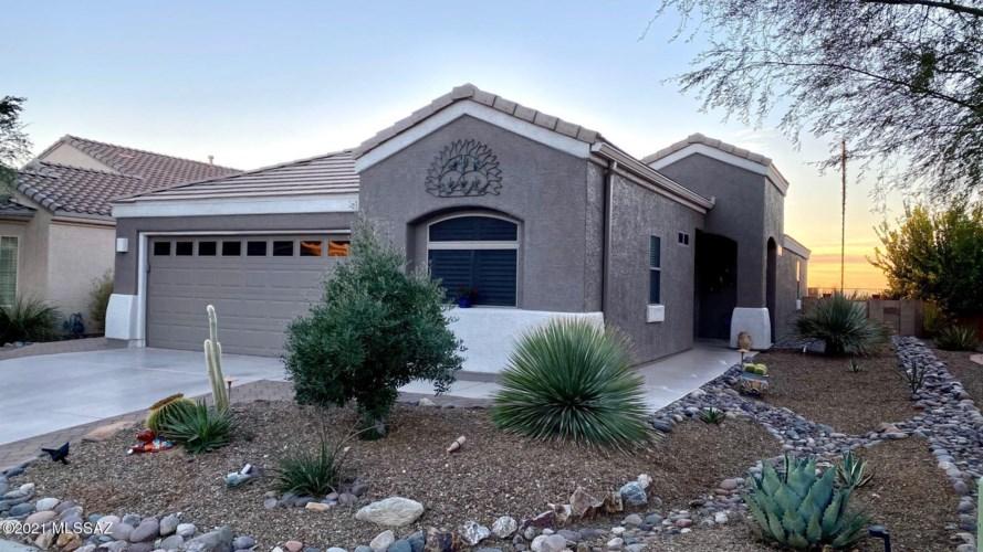 13735 N Buckhorn Cholla Drive, Marana, AZ 85658
