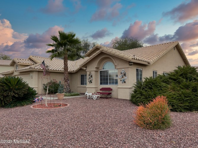 8901 N Yellow Moon Drive, Tucson, AZ 85743