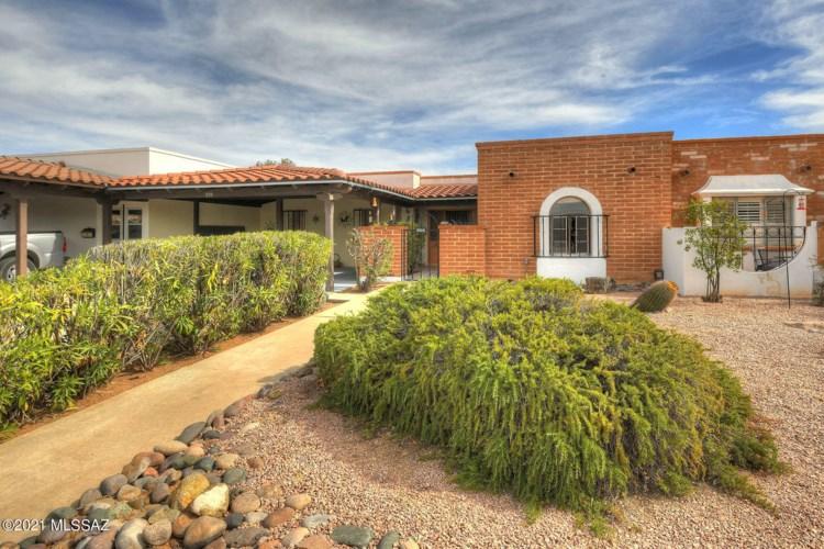 555 S Paseo La Ruida Circle, Green Valley, AZ 85614