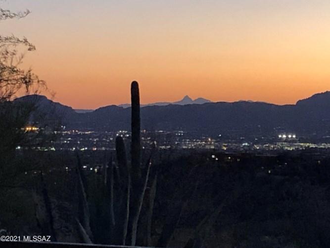 7119 N Finger Rock Place, Tucson, AZ 85718