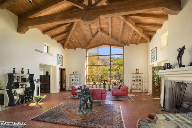 6631 N Los Leones Drive, Tucson, AZ 85718
