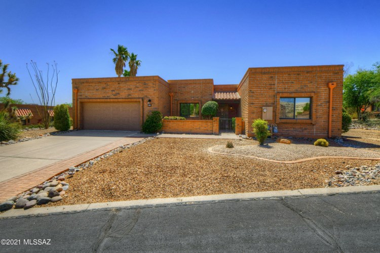 1847 W Camino Urbano, Green Valley, AZ 85622