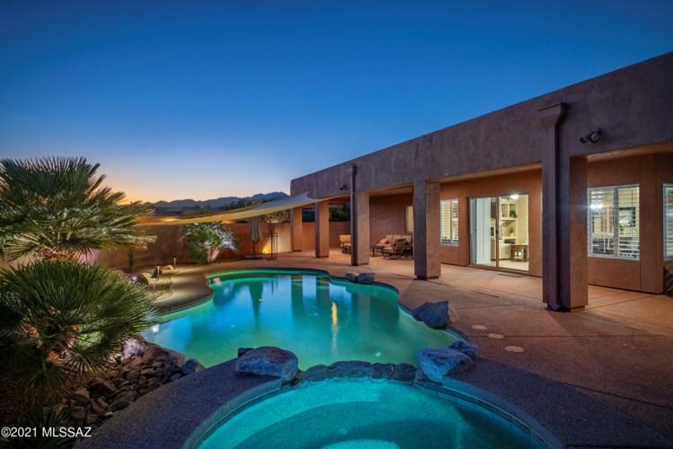 721 W Bright Canyon Drive, Oro Valley, AZ 85755